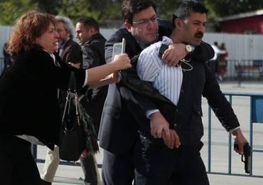 Strzały przed sądem. Mężczyzna próbował postrzelić dziennikarza oskarżonego o szpiegostwo