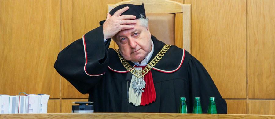 """Prawnicy Trybunału Konstytucyjnego przygotowali opinię o nowym projekcie ustawy o Trybunale Konstytucyjnym autorstwa PiS, może ona zostać ogłoszona w przyszłym tygodniu - powiedział w piątek prezes Trybunału Konstytucyjnego prof. Andrzej Rzepliński. Zdradził też, że 2 razy rozmawiał z """"emisariuszem"""" Jarosława Kaczyńskiego."""