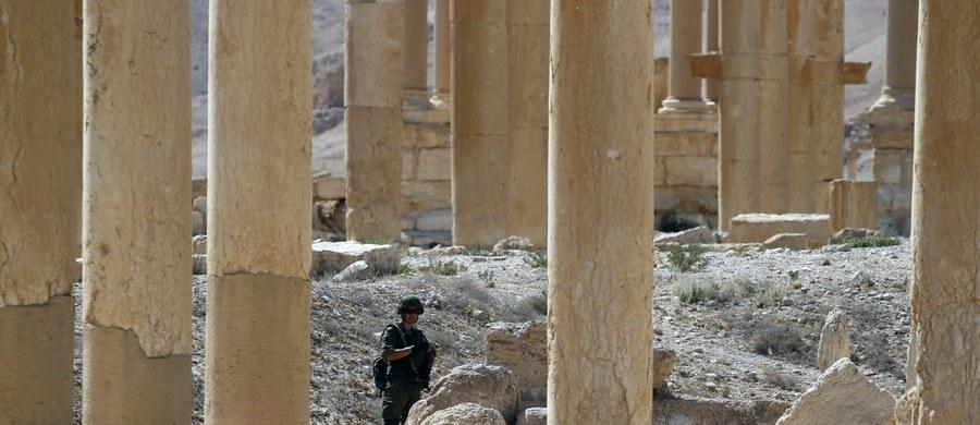 Ponad 50 masowych grobów znaleziono dotychczas w Iraku na terenach wyzwolonych spod kontroli Państwa Islamskiego - poinformował specjalny przedstawiciel ONZ Jan Kubis, cytowany przez BBC. Ludzkie szczątki znaleziono w masowych grobach pod Sindżarem i w Tikricie na północy kraju, w pobliżu miasta Anbar na zachodzie oraz ostatnio w Ramadi, w środkowej części kraju.