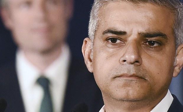"""Londyn ma nowego burmistrza. Jest nim 45-letni Sadiq Khan - wychowany na blokowisku syn kierowcy autobusu. To pierwszy w historii Europy muzułmanin, który został liderem zachodniej metropolii. Jego konkurent, Zac Goldsmith, urodził się ze """"srebrną łyżeczką w ustach"""". Tak Anglicy określają kogoś, komu od dzieciństwa wiatr wieje plecy i ma w życiu z górki. Goldsmith jest synem miliardera. Miał szansę na fotel burmistrza, ale ją zaprzepaścił. Taką cenę płaci się na Wyspach, grając brudnymi kartami rasowych uprzedzeń i półprawd."""