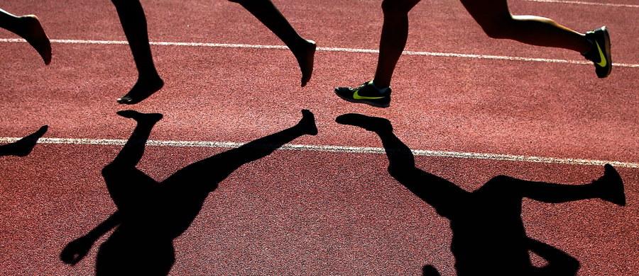 Niektórzy australijscy sportowcy muszą sami pokryć koszty przygotowań i udziału w igrzyskach oraz paraolimpiadzie w Rio de Janeiro. Startująca w konkursie ujeżdżenia Sue Hearn w 23 dni zebrała za pomocą portali społecznościowych blisko 39 tysięcy dolarów. Ta suma powinna wystarczyć jej nie tylko na olimpijski występ, ale i transport konia, na którym będzie startować w Brazylii.