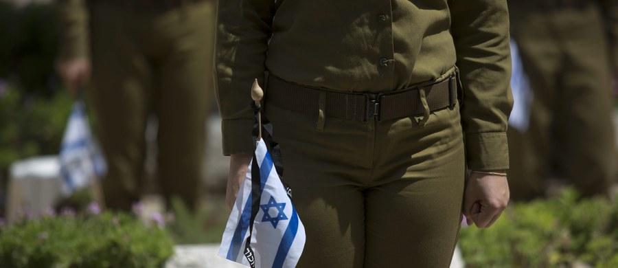 Izraelski żołnierz oskarżony o dobicie rannego Palestyńczyka, który prawdopodobnie nie stanowił żadnego zagrożenia, stanął przed sądem wojskowym w Jaffie – podało AFP.