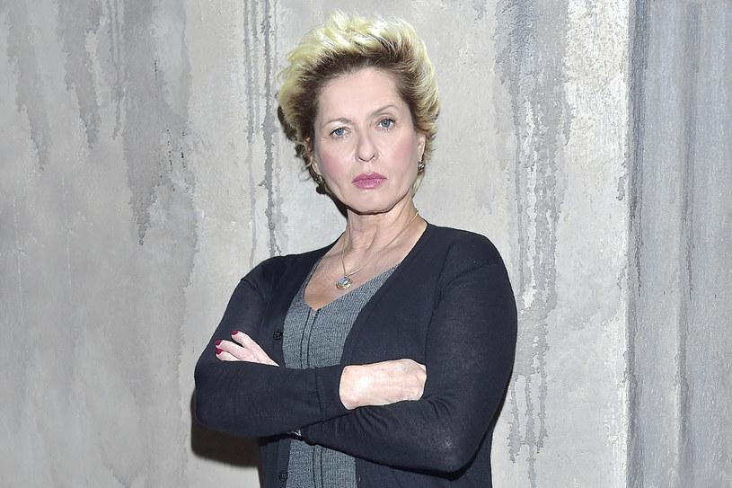 """Ewa Kasprzyk uważa, że choć charakter ma podobny do córki, jako matka powinna być bardziej surowa. """"Nawet moja suczka Shakira też jest z charakterem. To się udziela"""" - mówi aktorka, która od 18 maja poprowadzi program """"Mamuśki z piekła rodem""""."""
