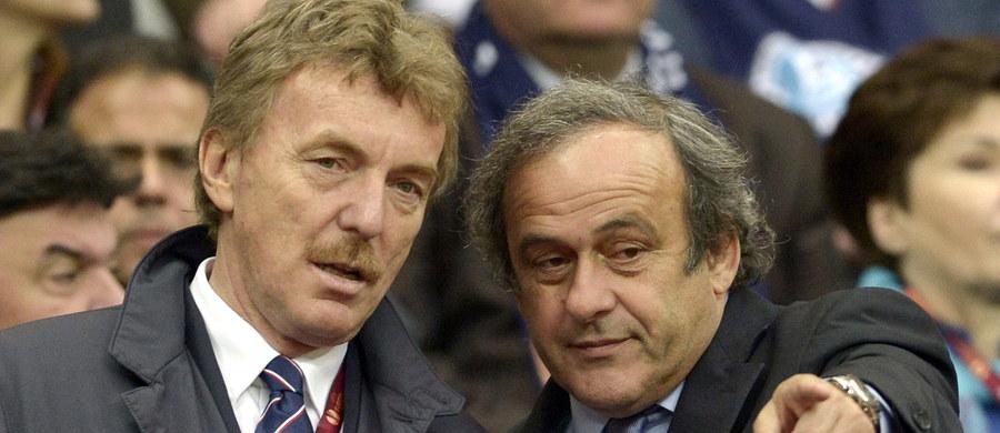 """""""Michel Platini powinien być w dalszym ciągu prezydentem UEFA"""" - stwierdził w rozmowie z x-news Kazimierz Oleszek, delegat europejskiej federacji, komentując decyzję Międzynarodowego Trybunału Arbitrażowego ds. Sportu (CAS) w Lozannie. Utrzymał on karę dyskwalifikacji dla Platiniego, nałożoną kilka miesięcy temu w związku z podejrzanym przelewem na konto Francuza dwóch milionów franków szwajcarskich od FIFA, ale zmniejszył okres dyskwalifikacji z sześciu do czterech lat. Prawnicy Platiniego, który oczekiwał uniewinnienia, poinformowali, że ich klient w najbliższych dniach oficjalnie zrzeknie się pełnionej funkcji."""