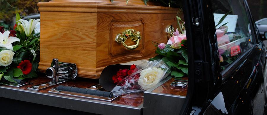 Polski karawan z ciałem… zgubiony przez kierowcę w Monachium. Takie nietypowe zgłoszenie dostali policjanci z południa Niemiec.