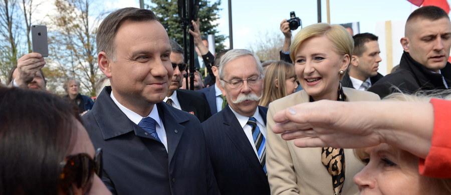 Prezydent Andrzej Duda, który przebywa z wizytą w Kanadzie, powiedział, że liczy na zwiększenie obecności sojuszniczych wojsk kanadyjskich w Polsce. Podczas czterodniowej wizyty w Kanadzie Duda spotka się m.in. z kanadyjskim premierem Justinem Trudeau i gubernatorem generalnym Kanady. Podkreślił, że z kanadyjskimi politykami będzie rozmawiał o zbliżającym się szczycie NATO oraz relacjach gospodarczych.