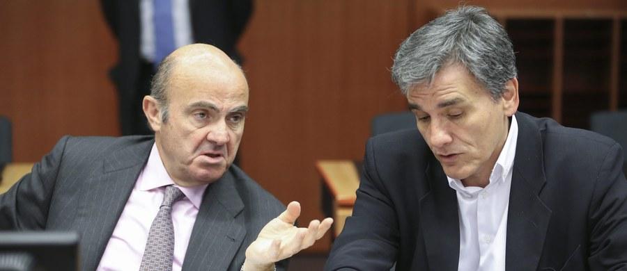 Wciąż nie ma porozumienia między strefą euro a Grecją, które pozwoliłoby na wypłatę temu krajowi kolejnych miliardów euro w ramach programu pomocowego. Ministrowie finansów państw strefy euro z zadowoleniem przyjęli jednak dotychczasowe działania Aten, co daje nadzieję na szybkie zakończenie rozmów. Po poniedziałkowym nadzwyczajnym spotkaniu ministrów finansów eurolandu w Brukseli szef eurogrupy Jeroen Dijsselbloem stwierdził, że wdrożenie reform powinno teraz umożliwić zakończenie pierwszego przeglądu programu pomocowego.