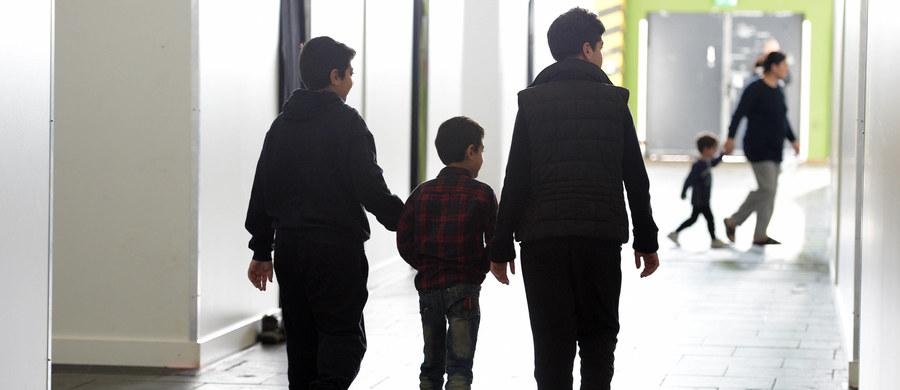 Chrześcijanie, którzy ze względu na prześladowania religijne uciekli z Bliskiego Wschodu, narażeni są w ośrodkach dla uchodźców w Niemczech na szykany ze strony muzułmanów - wynika z raportu organizacji Open Doors, pomagającej prześladowanym chrześcijanom. Jej raport opublikowany został w poniedziałek w Berlinie.