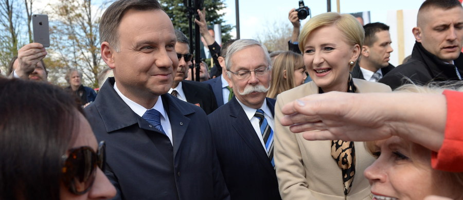 Prezydent Andrzej Duda jest już w stolicy Kanady – Ottawie. We wtorek spotka się z kanadyjskim premierem Justinem Trudeau. Z kolei z kanadyjskimi politykami będzie rozmawiał o zbliżającym się szczycie NATO oraz relacjach gospodarczych.