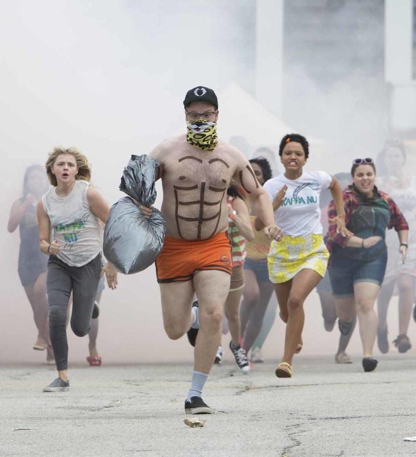 """Seth Rogen, Zac Efron, Rose Byrne, Chloë Grace Moretz, Ike Barinholz i Dave Franco grają główne role w sequelu """"Sąsiadów"""" - największego komediowego przeboju 2014 roku."""