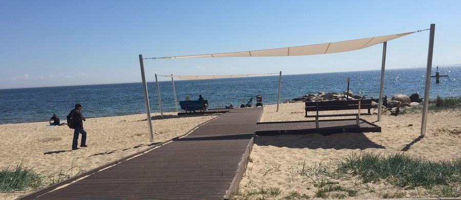 Jedna z najpiękniejszych w Polsce plaż jest od dziś dostępna dla niepełnosprawnych. W Gdyni-Orłowie powstała specjalna kładka, umożliwiająca wjazd osobom na wózkach. Podobne kładki w Gdyni czy Gdańsku już są. Niepełnosprawni przyznają jednak, że na polskim wybrzeżu brakuje podobnych miejsc.