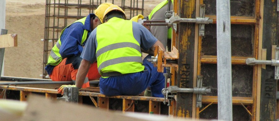 Żółta kartka dla Komisji Europejskiej. Chodzi o zastrzeżenia parlamentów 11 krajów, głównie z Europy Środkowo-Wschodniej wobec proponowanych przez Brukselę zasad delegowania pracowników do pracy w innych krajach.