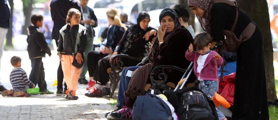 20 pracowników Urzędu do Spraw Cudzoziemców wylatuje w niedzielę do Grecji - dowiedział się reporter RMF FM. Wzmocnią urzędników, którzy przez ostatnie miesiące weryfikowali cudzoziemców, którzy mieli być przesiedleni do Polski. Okazuje się jednak, że cudzoziemcy w najbliższym czasie do naszego kraju nie trafią.