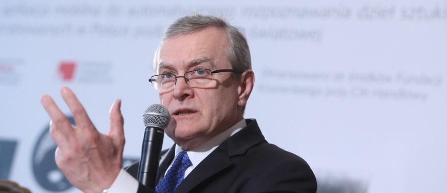 Audyt rządów PO-PSL - ministrowie PiS na forum Sejmu będą przedstawiać jego wyniki. Audyt ma pokazać duże nieprawidłowości za rządów poprzedniej ekipy. Co się w nim znajdzie i kto ma prawo, żeby się obawiać? Jeden z posłów PiS zapewnia, że szczegóły będą ekscytujące. Szef Platformy mówi, że nie ma żadnej tajemnej wiedzy, a wszystko, co się działo przez ostatnich 8 lat jest oficjalne i otwarte. Jakie skutki polityczne przyniesie audyt? Minister kultury świadkiem na ślubie Pileckiego. Dlaczego wzbudziło to kontrowersje? Kto może liczyć na dofinansowanie z Ministerstwa Kultury? W środę gościem Konrada Piaseckiego w Kontrwywiadzie RMF FM będzie wicepremier, minister kultury prof. Piotr Gliński.
