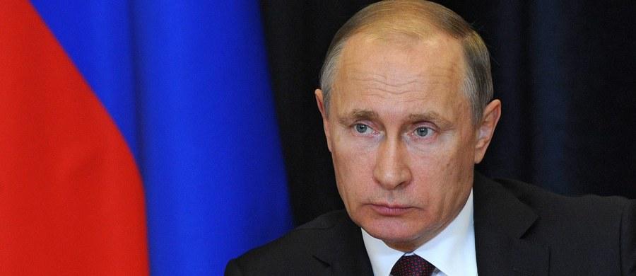 Rosja zmuszona jest myśleć o usuwaniu zagrożeń dla bezpieczeństwa narodowego, związanych z rozmieszczeniem w Europie systemu obrony przeciwrakietowej - oświadczył prezydent Władimir Putin na spotkaniu z przedstawicielami przemysłu obronnego. Według niego, instalacje w Polsce mogą być z łatwością wykorzystane dla rakiet bliskiego i średniego zasięgu.