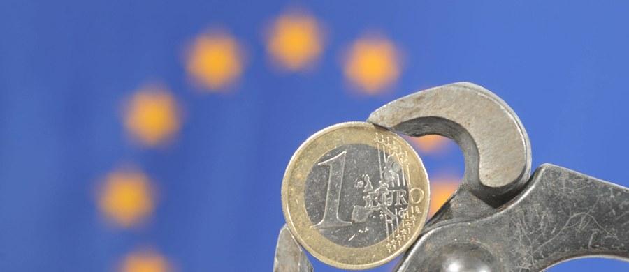 57 proc. obywateli Unii w wieku 16-30 lat czuje się wykluczonych z gospodarczego i społecznego życia w swoim kraju, a przyczyny tego upatruje w kryzysie gospodarczym - głoszą wyniki najnowszego badania opinii Eurobarometr. Dane te podwyższają w szczególności opinie młodych z krajów najbardziej dotkniętych kryzysem, jak Grecja (93 proc. badanych odczuwa wykluczenie), Portugalia (86 proc.), Cypr (81 proc.), Hiszpania (79 proc.) i Włochy (78 proc.).