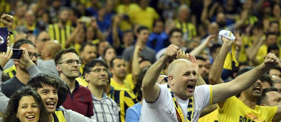 Koszykarze Fenerbahce Stambuł pokonali po dogrywce Laboral Kutxa Vitoria 88:77 i awansowali do niedzielnego finału Euroligi w Berlinie. Po raz pierwszy zespół z Turcji zagra o tytuł. Jego rywalem będzie CSKA Moskwa po wygranej z Lokomotiwem Krasnodar 88:81.
