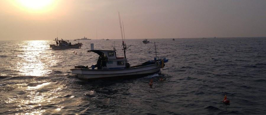 """5-osobowa załoga rosyjskiego jachtu """"Ełfin"""" została zatrzymana przez straż ochrony wybrzeża Korei Płn. podczas rejsu po Morzu Japońskim. Jacht został odholowany do portu w Koson."""