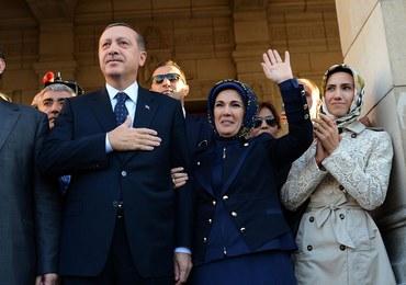 6 tys. gości na ślubie córki prezydenta Erdogana. Świadkiem - odchodzący premier