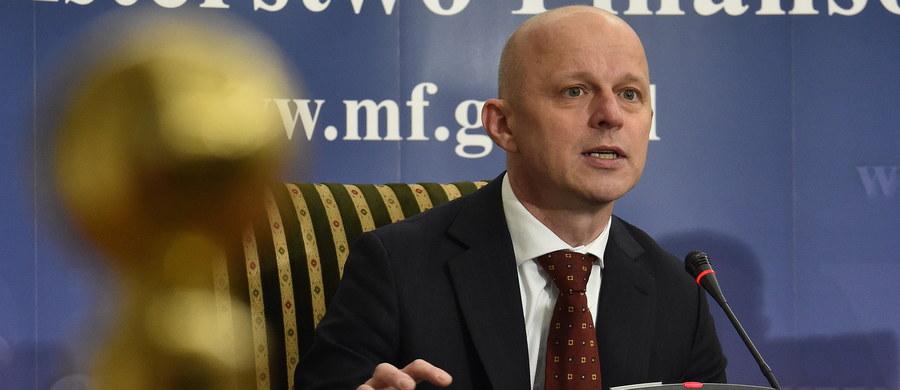"""""""Ocena Moody's odnośnie Polski może być uznana za ocenę obiektywną i do zaakceptowania. Podjąłbym polemikę ze zmienioną perspektywą ze stabilnej na negatywną"""" - ocenił na konferencji minister finansów Paweł Szałamacha. W nocy Moody's opublikowała ocenę, z której wynika, że agencja utrzymała rating polskiego długu na poziomie A2/P-1, ale zmieniła perspektywę ratingu ze stabilnej na negatywną."""