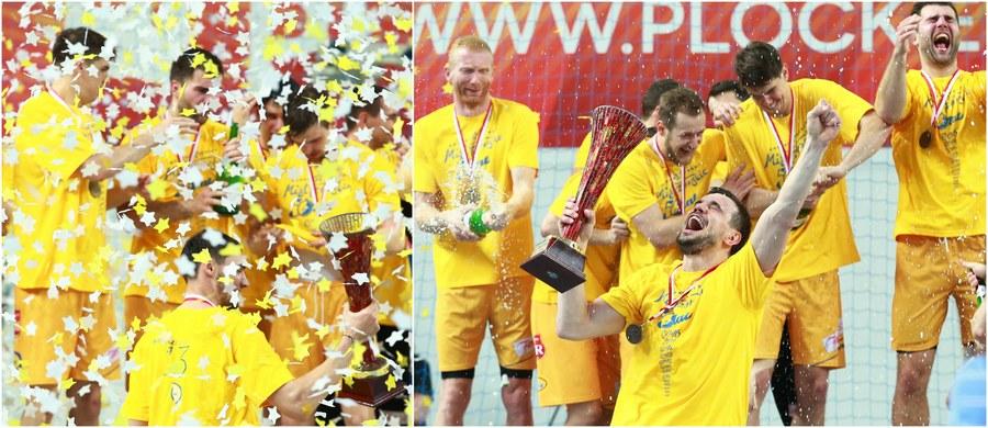 Piłkarze ręczni Vive Tauronu Kielce zdobyli piąty z rzędu tytuł mistrzów Polski! W sobotę pokonali w Płocku Orlen Wisłę 27:25 (10:8) i wygrali finałową serię 3-0.
