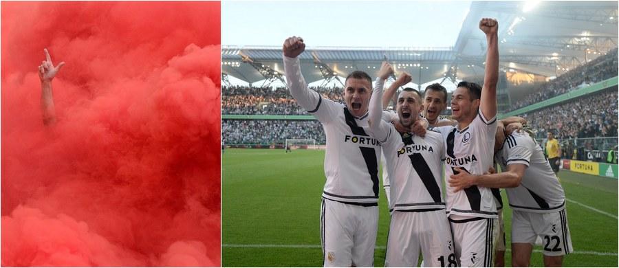 Legia Warszawa z tytułem mistrza Polski w sezonie 2015/16! W ostatnim meczu sezonu stołeczny zespół pokonał na własnym stadionie Pogoń Szczecin 3:0! W rozgrywanym równolegle spotkaniu drugi kandydat do tytułu Piast Gliwice przegrał z KGHM Zagłębiem Lubin 0:1. W innym pojedynku Cracovia pokonała natomiast Lechię Gdańsk 2:0 i to ona uzupełnia grono polskich drużyn w europejskich pucharach!
