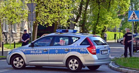 Sekcja zwłok wyjaśni przyczynę śmierci 37-latka, który zmarł w poniedziałek nad ranem na stacji benzynowej przy ulicy Połczyńskiej w Warszawie. Wcześniej mężczyzna awanturował się z obsługą. Musiała interweniować policja.