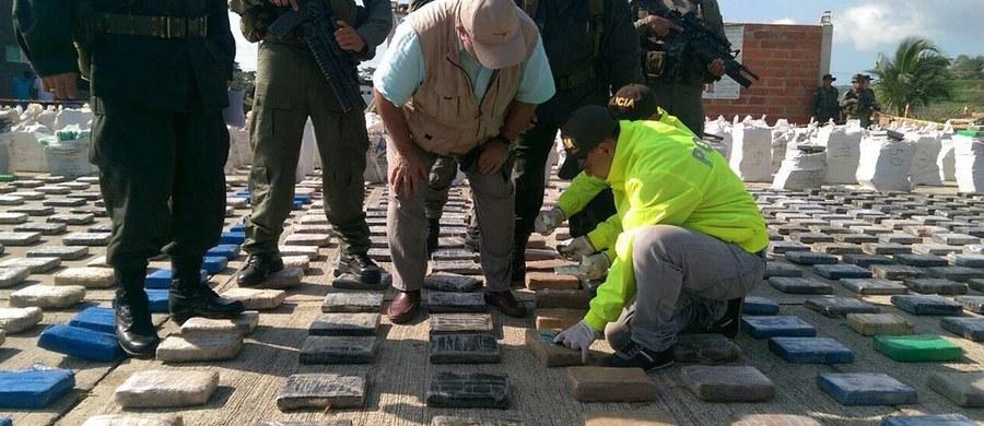 Rekordowe 8 ton kokainy skonfiskowała kolumbijska policja w miejscowości Turbo na północnym zachodzie kraju. Narkotyki o czarnorynkowej wartości 250 mln dolarów zostały ukryte przez klan Usuga; to największa organizacja przestępcza w kraju.