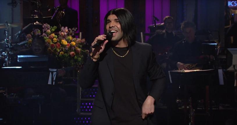 """Drake był gospodarzem oraz wykonawcą programu """"Saturday Night Live"""" 14 maja. Kanadyjski raper wykonał dwa utwory z płyty """"Views"""" oraz wystąpił w kilku skeczach."""
