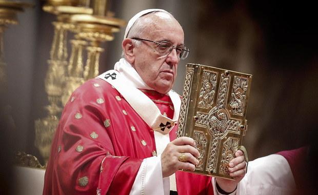 """""""Waszą refleksję obejmuje także sprawa, która dotyczy zarządzania strukturami i dobrami ekonomicznymi"""" - tymi słowami papież zwrócił się do kapłanów. Franciszek otworzył w poniedziałek Watykanie sesję plenarną Konferencji Episkopatu Włoch, poświęconą między innymi odnowie duchowieństwa."""