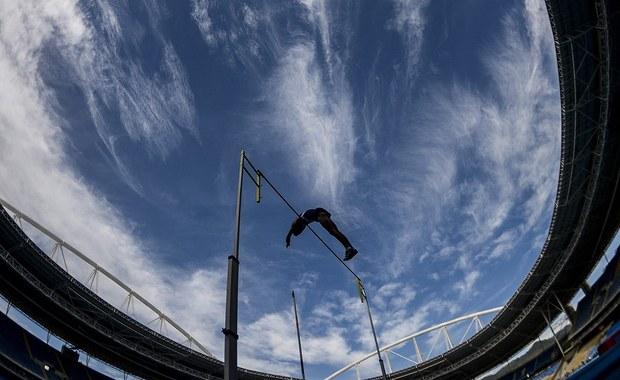 Autostrada transolimpijska, która w założeniu miała połączyć dwa centra sportowe rozpoczynających się 5 sierpnia igrzysk w Rio de Janeiro, będzie liczyć tylko trzy stacje z planowanych dwudziestu jeden. Informację przekazał mer Eduardo Paes. Przystanki mają zostać ukończone już po zakończeniu zawodów.