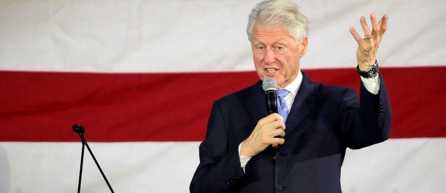 """Polonia Amerykańska jest oburzona słowami byłego prezydenta USA Billa Clintona. Polityk mówił w czasie wieców wyborczych swojej żony, która startuje w wyborach prezydenckich, że """"Polska odrzuciła demokrację"""". Po tych słowach nasi rodacy grożą wycofaniem poparcia dla byłej sekretarz stanu. Na słowa byłego prezydenta zareagował też polski MSZ. """"Opinia prezydenta Clintona jest skrajnie niesprawiedliwa"""" - napisano w wydanym oświadczeniu."""