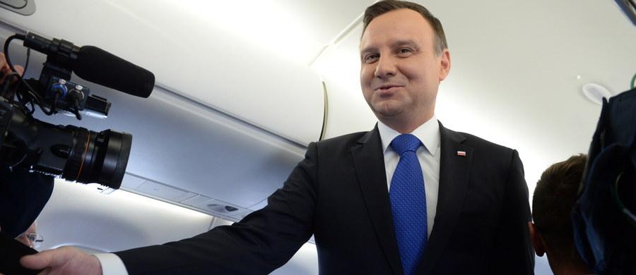 50 proc Polaków w maju było zadowolonych z prezydentury Andrzeja Dudy, krytykuje ją 39 proc. - wynika z sondażu CBOS. O pracy posłów dobrze mówi 59 proc. badanych, 24 proc - źle; to najgorsza ocena Sejmu w tej kadencji. Zarówno oceny prezydenta jak i TK pozostają stabilne.