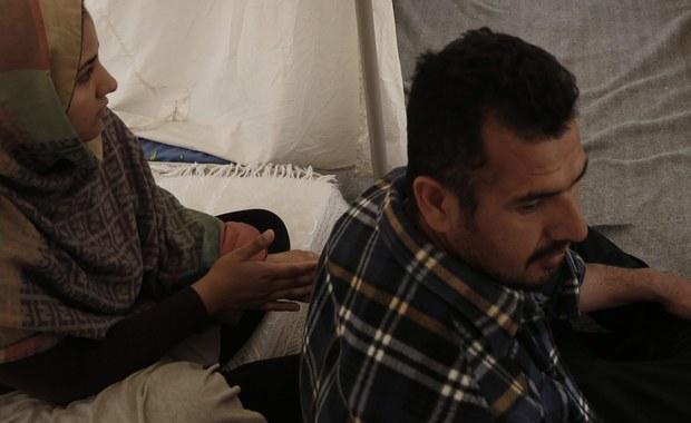 """W mieście Caltanissetta na Sycylii imigranci ubiegający się o azyl we Włoszech uczą angielskiego strażników miejskich. """"Szybką opanowują język"""" - przyznają nauczyciele z tamtejszego ośrodka dla imigrantów, którzy prowadzą lekcje dwa razy w tygodniu. Włoskie media, informując o tej wyjątkowej inicjatywie, podkreślają, że zadowoleni są zarówno migranci, jak i funkcjonariusze. To oni zresztą poprosili o takie lekcje."""