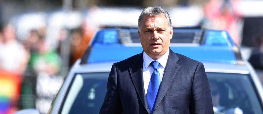 Węgrzy i Polacy mają prawo oczekiwać więcej szacunku od byłych i obecnych przywódców Stanów Zjednoczonych - oświadczył w premier Węgier Viktor Orban w Radiu Kossuth, odnosząc się do słów Billa Clintona.