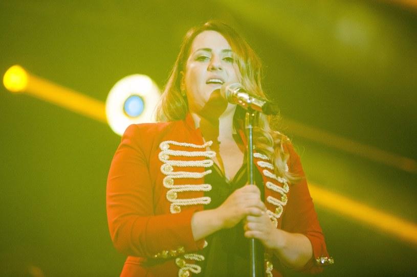 """""""Nie było mnie medialnie, ale to nie znaczy, że zniknęłam muzycznie"""" - mówi Kasia Wilk. Poniżej możecie zobaczyć teledysk do nowego singla """"Światłocień"""", który wokalistka zaprezentuje w Konkursie SuperPremier na Festiwalu w Opolu."""