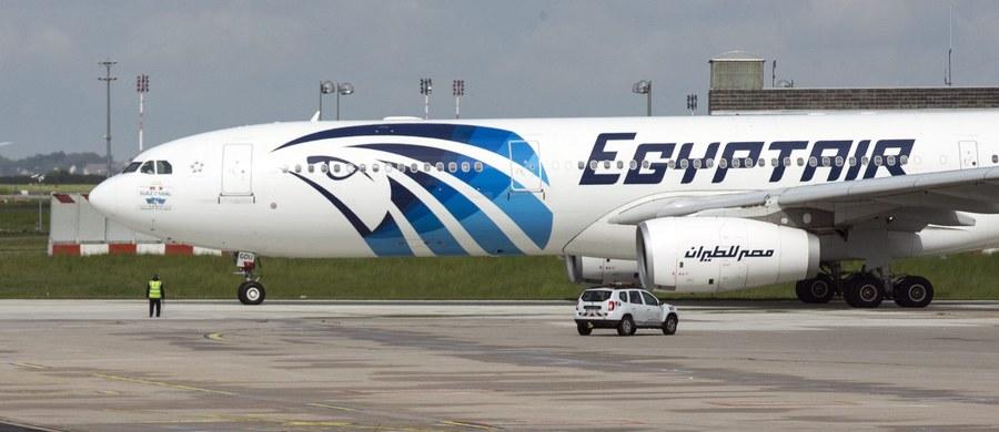Ok. 290 km na północ od Aleksandrii egipska marynarka wojenna znalazła szczątki zaginionego airbusa linii EgyptAir - poinformowały egipskie źródła wojskowe. Ekipy poszukiwawcze znalazły też w rejonie katastrofy szczątki, część fotela lotniczego oraz walizki.