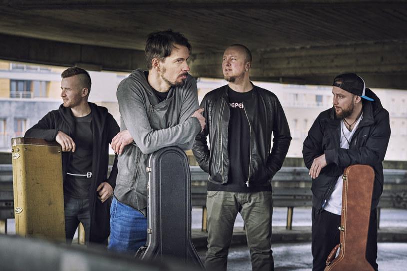 """""""99 lat"""" to tytuł właśnie wydanej debiutanckiej płyty The Polish - nowego, rockowego projektu Wojtka """"Yellowa"""" Żółtego, wokalisty i gitarzysty zespołu Akurat."""