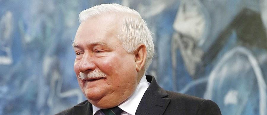 """Całej Europie potrzebna jest mała konstytucja, albo 10 laickich przykazań, abyśmy mieli wspólny fundament pod budowanie - powiedział w Gdańsku Lech Wałęsa podczas forum dyskusyjnego """"Europa z widokiem na przyszłość""""."""