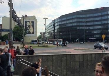 Podejrzany pakunek we Wrocławiu okazał się niegroźny. Ruch w centrum miasta wznowiony
