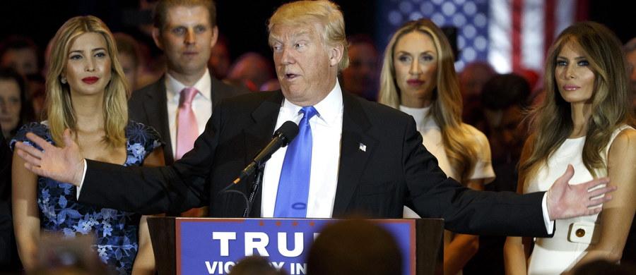 Republikański kandydat na prezydenta USA Donald Trump ostro zaatakował swoją rywalkę Hillary Clinton. Oskarżył ją, że chce ona pozbawić Amerykanów gwarantowanego przez konstytucję prawa do posiadania i noszenia broni palnej.