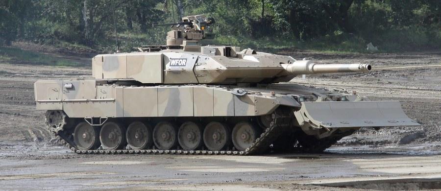 """Ze względu na brak środków w budżecie Bundeswehra musi zrezygnować z zakupu nowego sprzętu, w tym czołgów Leopard2, potrzebnych niemieckiej armii z uwagi na napiętą sytuację na Ukrainie - podał niemiecki dziennik """"Bild"""". Wydatki na wojsko mają co prawda wzrosnąć w 2017 roku o 1,7 mld euro, jednak niemal połowa tej sumy (750 mln euro) zostanie przeznaczona na podwyżki wynagrodzeń."""
