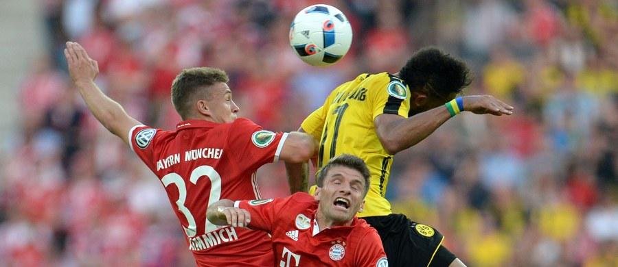 Bayern Monachium zdobył Puchar Niemiec pokonując w finale Borussię Dortmund. Po 120 minutach było 0:0 i dopiero rzuty karne rozstrzygnęły losy pojedynku. W pierwszych składach swoich klubów wybiegli Robert Lewandowski i Łukasz Piszczek. Mecz był pożegnaniem trenera Pepa Guardioli z drużyną Bayernu.