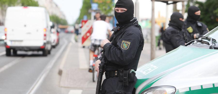 """Na terenie Niemiec przebywa obecnie 497 islamistów, którzy zdaniem Federalnego Urzędu Kryminalnego (BKA) stwarzają zagrożenie dla bezpieczeństwa kraju - podał niemiecki dziennik """"Welt am Sonntag"""". W styczniu 2015 roku na liście BKA było 270 osób."""