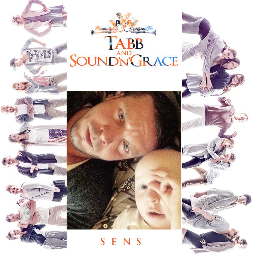 """Producent Tabb i chór Sound'n'Grace wypuścili nowy singel - """"Sens"""". Inspiracją była 3-letnia Kaja Czerwińska, chorująca na nowotwór złośliwy siostrzenica Kamila Mokrzyckiego z Sound'n'Grace."""