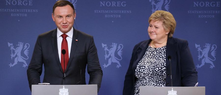 Sprawa TK to konflikt polityczny, który opozycja wykorzystuje jako paliwo dla siebie, liczę jednak, że w parlamencie uda się rozwiązać ten konflikt - mówił prezydent Andrzej Duda podczas swojej wizyty w Norwegii. Jego zdaniem wiele wskazuje na to, że zbliża się rozwiązanie tego sporu.
