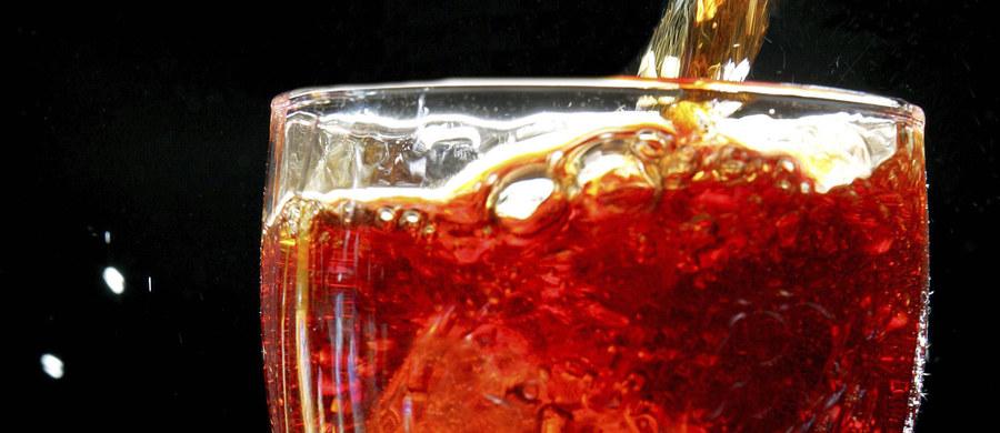Dotkliwe braki cukru na rynku wewnętrznym Wenezueli zmusiły filię koncernu Coca-Cola do wstrzymania produkcji tego słodzonego napoju - poinformowała rzeczniczka koncernu. Kontynuowana jest produkcja Coca-Coli Light.