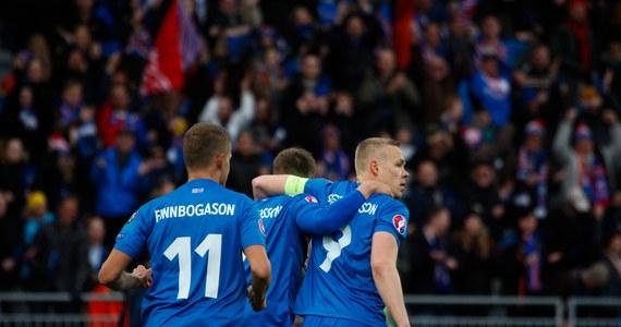 """Islandzcy piłkarze po sensacyjnym awansie do Euro 2016 podkreślają, że jadą do Francji z celem, którym jest wyjście z grupy, a nawet gra w fazie finałowej. """"Jeżeli to nie my wygramy te mistrzostwa, to mogą to być tylko Niemcy"""" - powiedział bramkarz Oegmundur Kristinsson."""