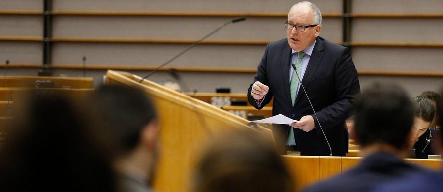 Frans Timmermans przyjeżdża do Polski gotowy na porozumienie, ale z dużą dozą ostrożności - usłyszała dziennikarka RMF FM od unijnych dyplomatów. Wiceszef Komisji Europejskiej ma jednak nadzieję na kompromis i zakończenie sporu wokół Trybunału. Do spotkania z szefową polskie rządu ma dojść o godzinie 14.