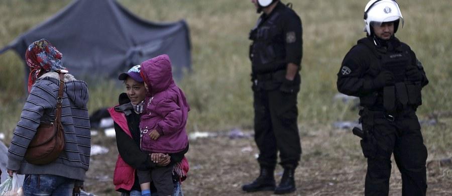Rozwiązaniem problemu uchodźców nie jest relokacja, tylko uszczelnienie granic - mówił w macedońskim obozie przejściowym polski minister spraw wewnętrznych i administracji Mariusz Błaszczak.